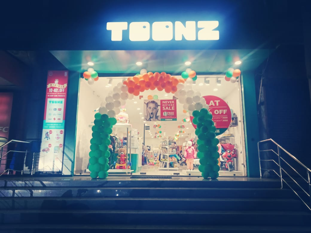 Baloon Decoration at Toonz Restaurant with Glass Stickers